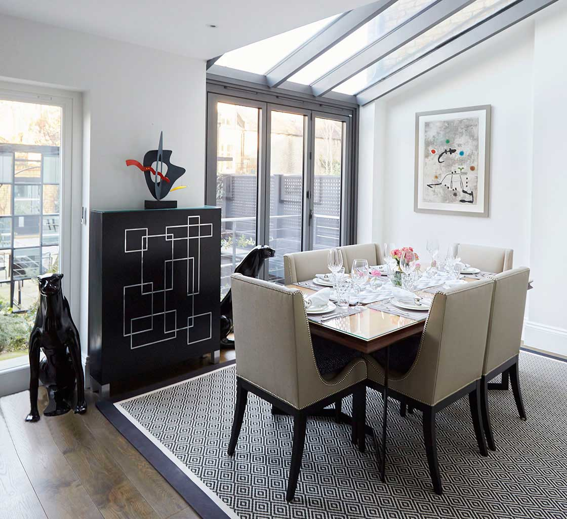 Dining-room-with-leaf-storage