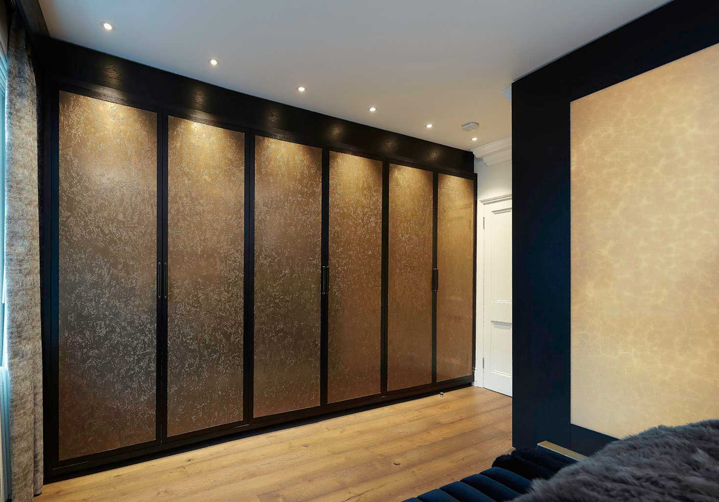 Master-Robes-with-Onxy-wall