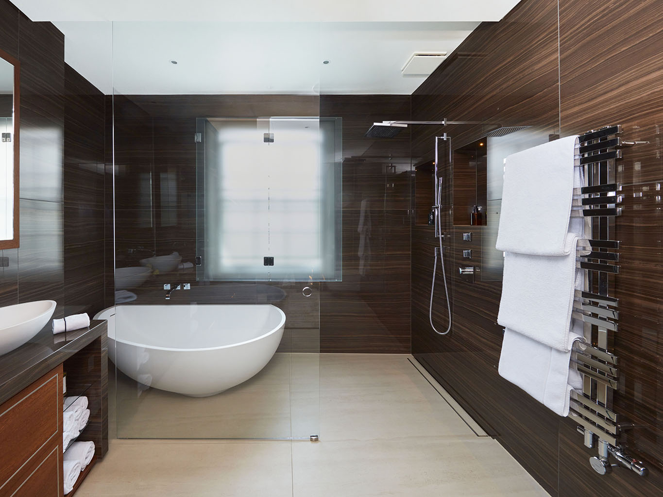 Wide angle ensuite